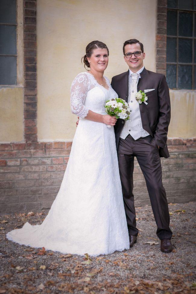 Hochtzeitspaar stehend aufgenommen von dem Hochzeitsfotografen Martin Thüringer